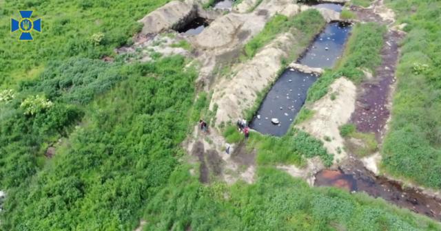 Забруднення води і ґрунту: на Вінниччині СБУ виявила несанкціоноване захоронення до 500 тонн токсинів щомісяця. ВІДЕО
