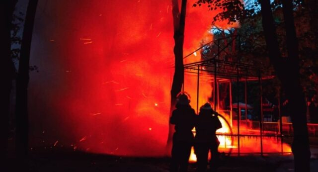У Вінниці в центральному парку сталась пожежа в одному з павільйонів. ФОТО, ВІДЕО