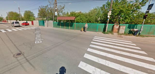 """На Старому місті у Вінниці просять встановити """"лежачого поліцейського"""". ПЕТИЦІЯ"""