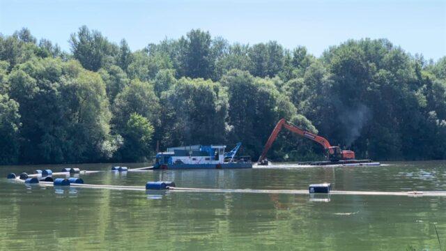 У Вінниці відновили роботи з очищення Південного Бугу