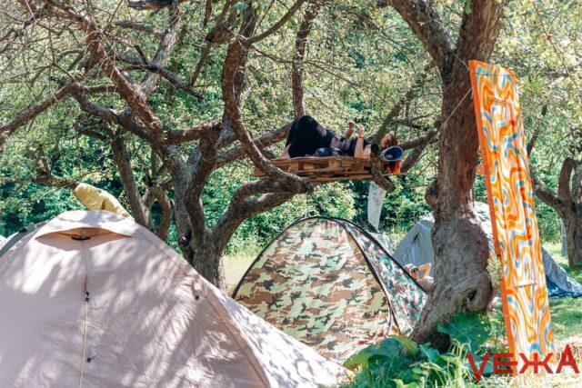 Мистецький відпочинок у закинутому санаторії: як у Вінниці розпочався другий день «Ticket to the Sun». ФОТОРЕПОРТАЖ