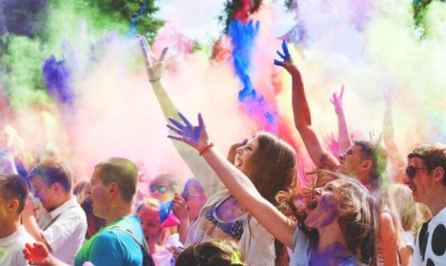 Вінничан запрошують на святкування Фестивалю яскравих фарб «Холі»