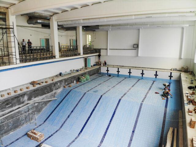 Випробування басейну та впорядкування території: як триває реконструкція СКА на Янгеля. ФОТО