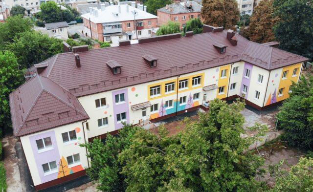 Тепліший та яскравіший: у Вінниці завершується реконструкція дитячого садка №47