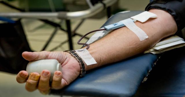 У Вінниці до Дня Незалежності донорам крові даруватимуть тематичні браслети та подарунки