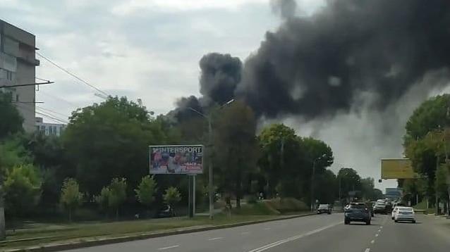 У Вінниці сталась пожежа на 600-річчя: очевидці публікують відео з густим чорним димом