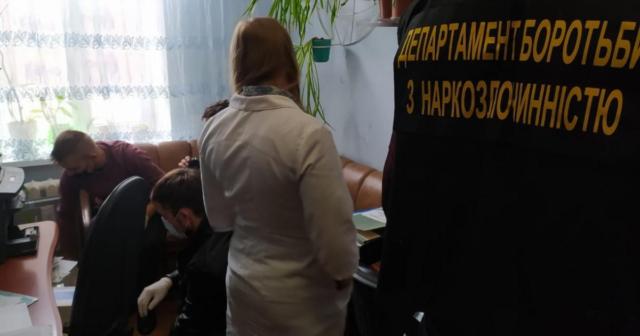 На Вінниччині викрили працівницю наркологічного відділення лікарні, яка продавала метадон через наркозалежного посередника