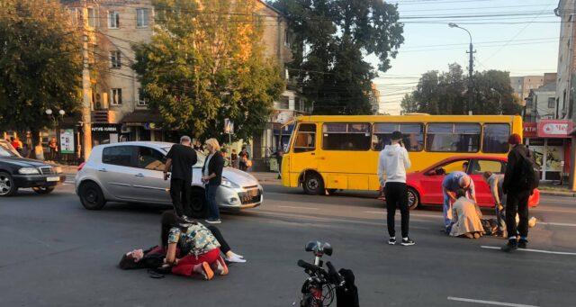 У Вінниці на Замостянській водій допустив наїзд на трьох неповнолітніх студенток на пішохідному переході
