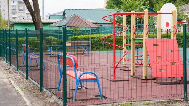У дитячому садочку №43 облаштували спортивний майданчик з гімнастичним комплексом. ФОТО