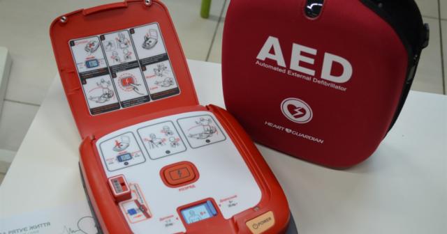 «АЗД рятує життя»: у «Прозорих офісах» та на вокзалах Вінниці встановлять автоматичні зовнішні дефібрилятори. ФОТО