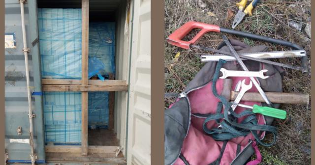 На Вінниччині затримали подружжя, яке намагалося викрасти з вантажного поїзда керамічну плитку