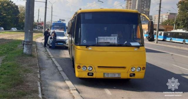 """У Вінниці патрульні виявили водія """"маршрутки"""", який кермував під дією наркотиків"""