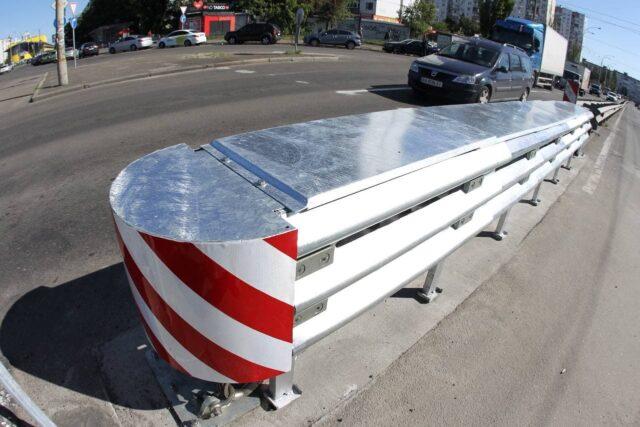 Вінничанка пропонує встановити відбійники на тротуарах міста. ПЕТИЦІЯ