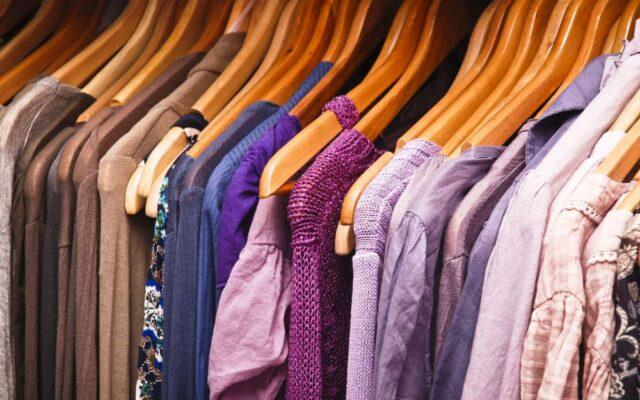Куди здати одяг, який вже не носиш: АДРЕСИ пунктів прийому вживаних речей
