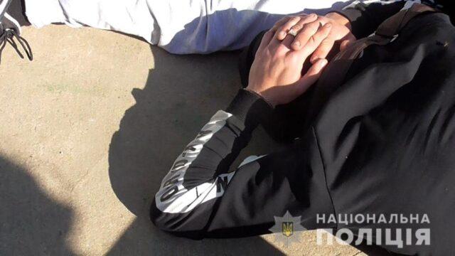 Поліція затримала трьох вінничан, які погрожували пістолетом, побили і вивезли до піщаного кар'єру мешканця Шаргорода