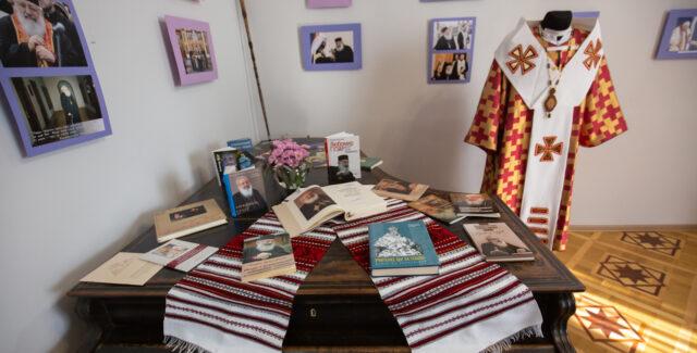 У Вінниці презентували виставку, присвячену Любомиру Гузару. ФОТО