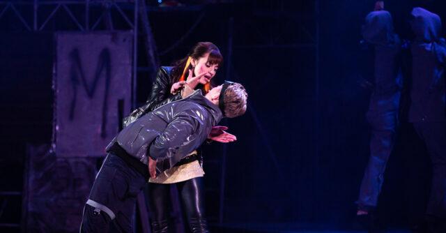 Урбанізована історія про вічне кохання: у Вінниці відбулася прем'єрна вистава «Ромео та Джульєтта». ФОТОРЕПОРТАЖ