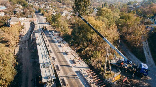 На Могилів-Подільському мосту, який капітально ремонтують, відкрили рух транспорту в один бік