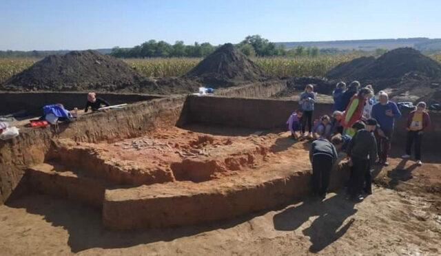На Вінниччині тривають розкопки курганів: дітям влаштовують екскурсії та експрес-навчання з археології