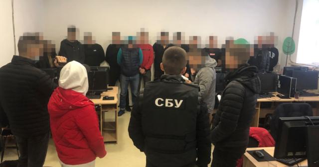СБУ викрила у Вінниці масштабну схему шахрайств з банківськими картками