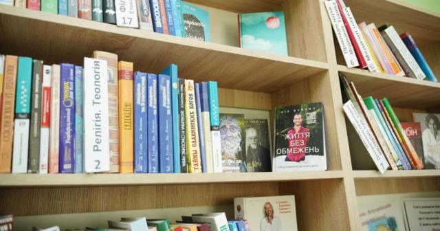 Відремонтована та з благоустроєм: у Вінниці завершили реконструкцію бібліотеки №16 на Малих Хуторах. ФОТО